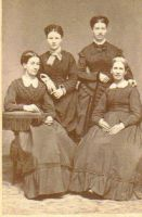 Photo says Aunts Harriet Smith, Carrie, Meg Pearman.
